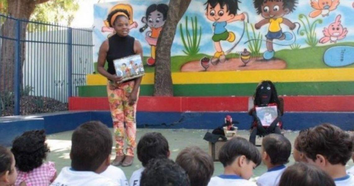 Professora aposentada deixa legado antirracista em escolas públicas do DF