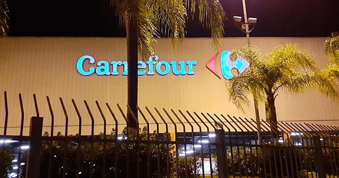 """Vítima e funcionária relatam humilhação e tortura em """"salinha"""" do Carrefour"""