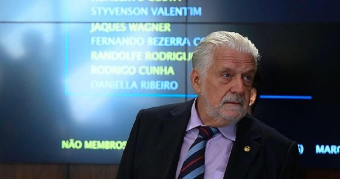 Wagner pede renovação no PT e se coloca para 2022: 'Ficarei refém do Lula?'