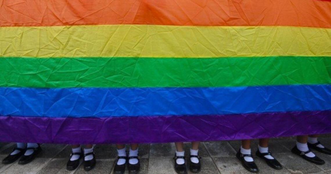 Justiça britânica estabelece condições para transição de gênero de menores de idade