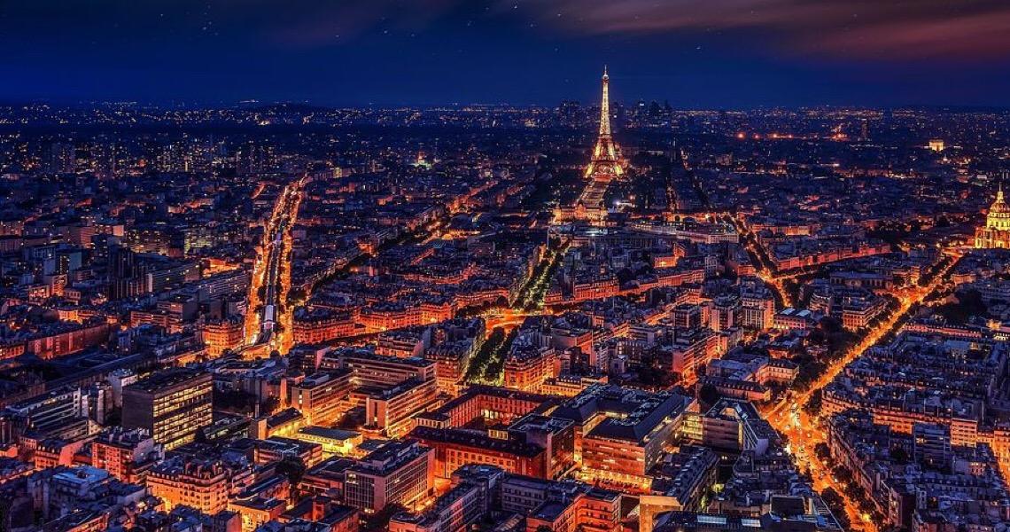 Torre Eiffel, fechada devido à pandemia, reabrirá em 16 de dezembro