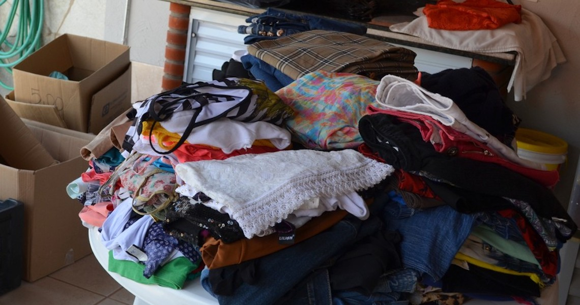 Campanha arrecada roupas e alimentos para pessoas em vulnerabilidade social, no DF