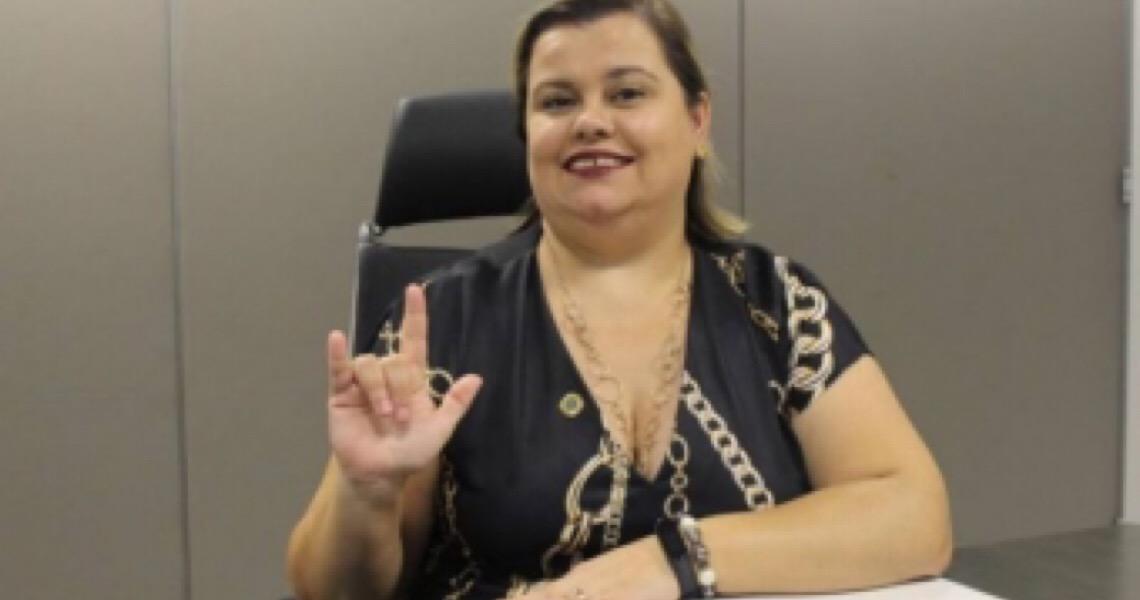 Secretária da Pessoa com Deficiência diz que foi barrada no Planalto em evento sobre o tema