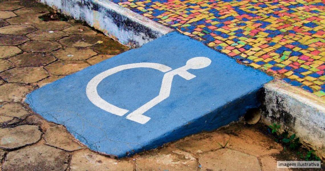 Condomínio é condenado a indenizar cadeirante que sofreu queda em rampa