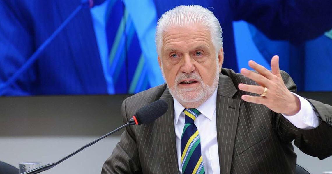 Jaques Wagner volta a pedir renovação no PT e diz que partido foi criado