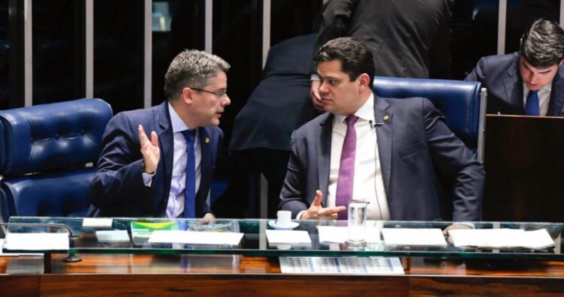 Senador vê golpe e cinismo no STF com reeleição de Maia e Davi Alcolumbre