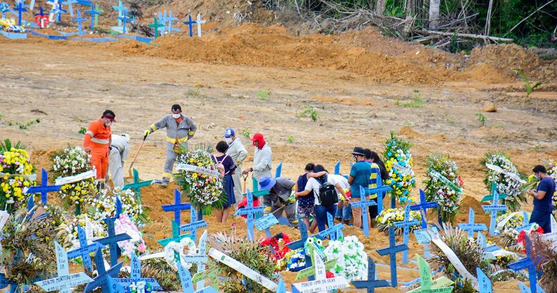 Pesquisador alerta: Brasil pode chegar a 2,5 mil mortes diárias, se não houver maior distanciamento social