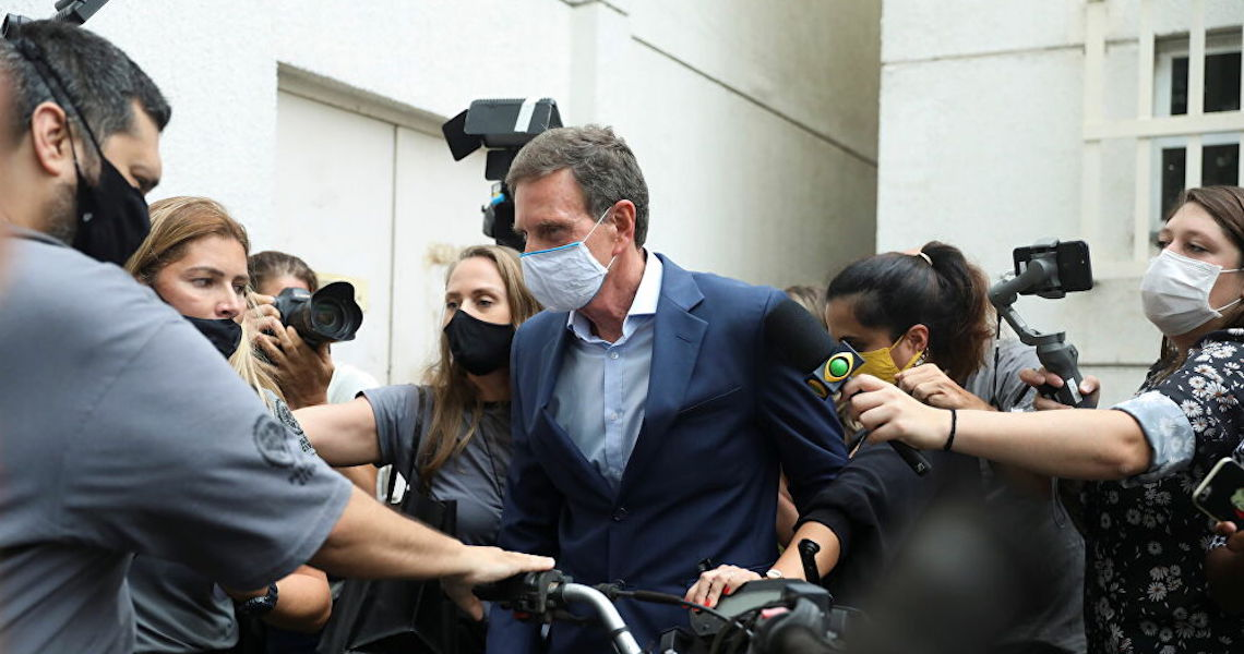 Inimigos que comemoram prisão de Crivella podem ser os próximos, alerta cientista político
