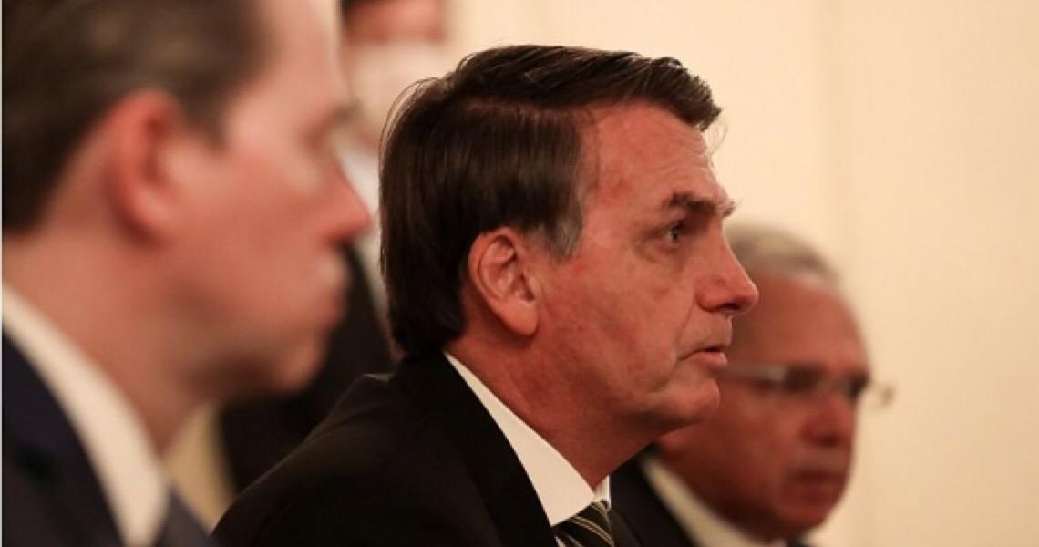 É melhor Bolsonaro arranjar vacina do que depois tentar 'arranjar' voto, como Trump