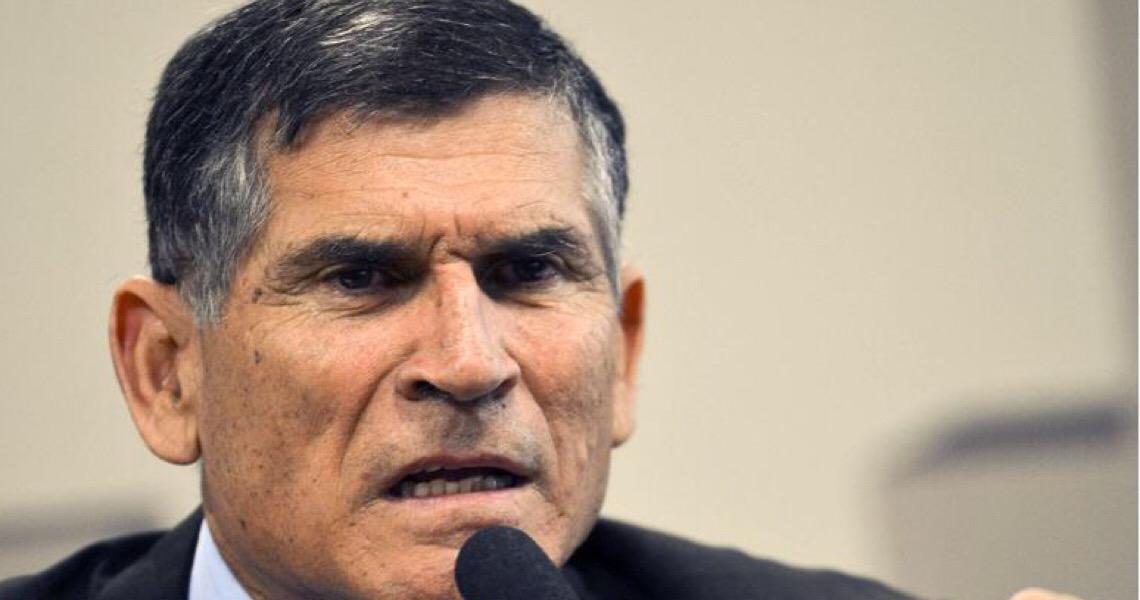 General Santos Cruz não crê em golpe militar em 2022, mas acusa Bolsonaro de irresponsabilidade