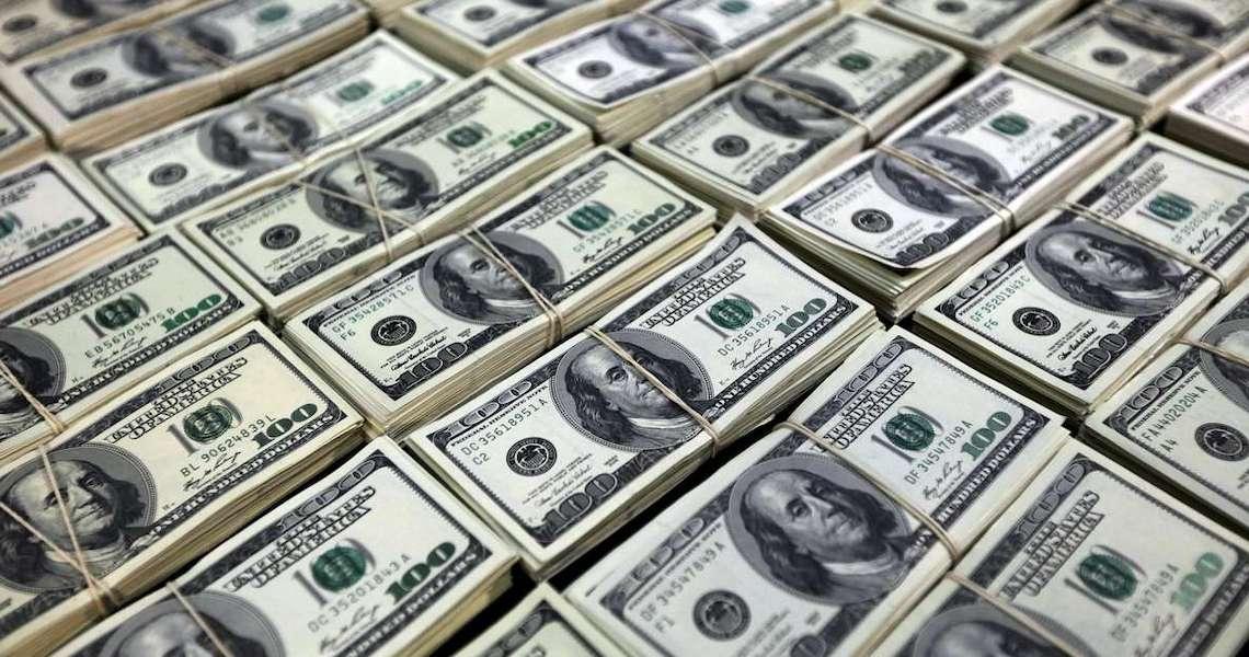 Brasil registrou a segunda maior saída de dólares da história do país em 2020, com cerca de 28 bilhões