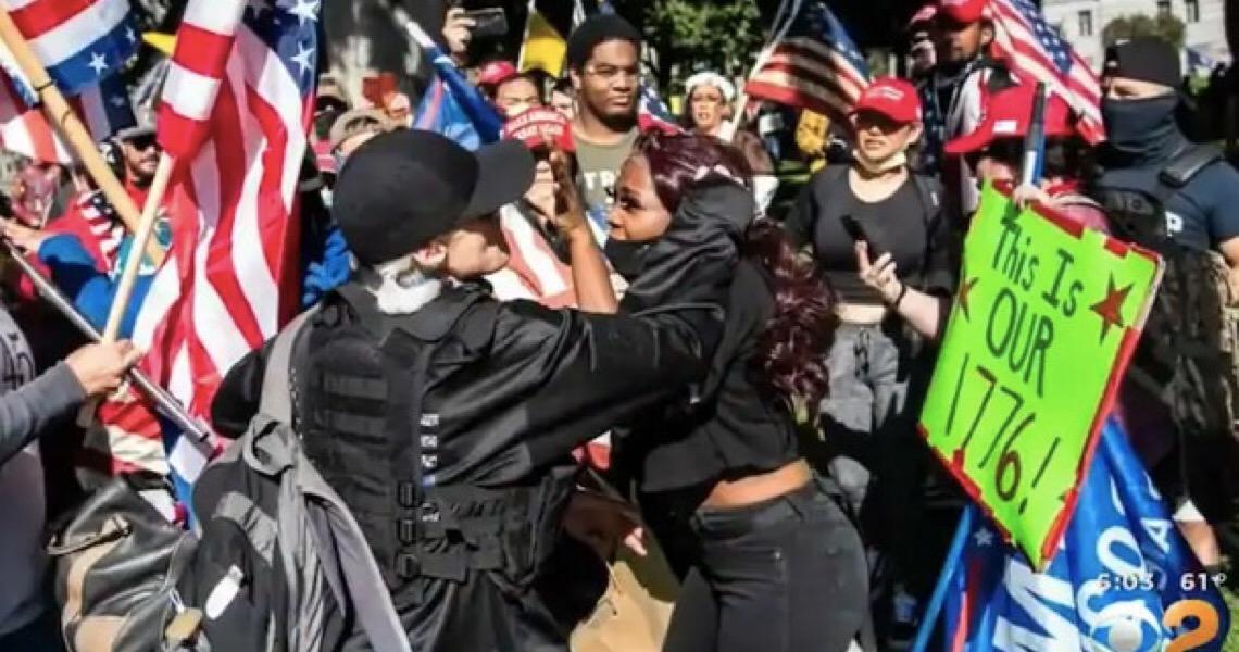 Mulher negra é agredida por multidão de apoiadores de Trump