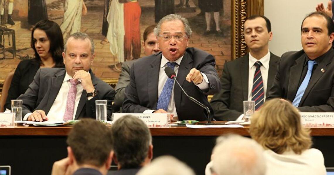 Imposto sobre fortunas entra em debate na Câmara, mas é rejeitado por Guedes
