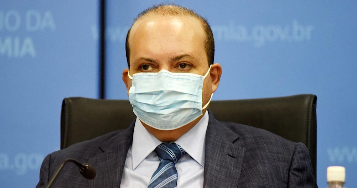 Longe dos holofotes no início da vacinação, Ibaneis acha que não é hora de fazer política