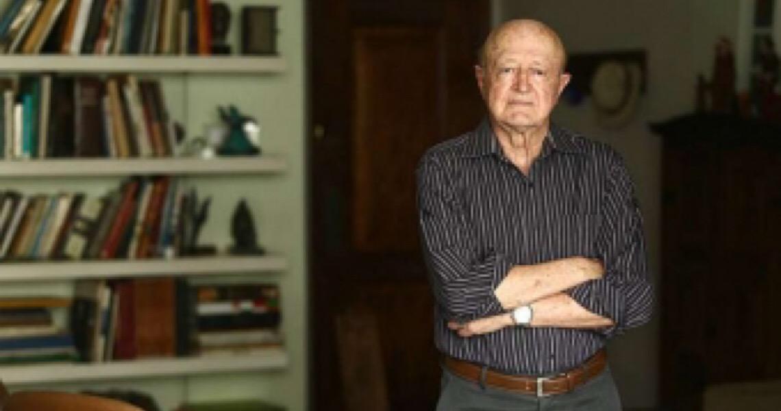 'Bolsonaro faz bravata perigosa e se dirige a escalões inferiores e às PMs', diz historiador