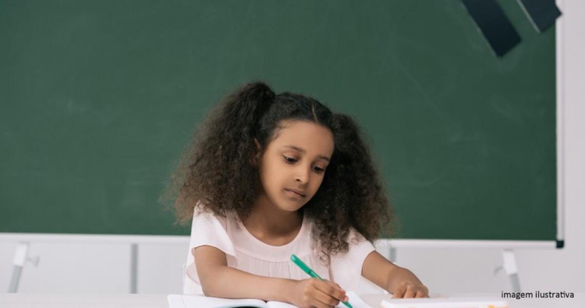 Justiça no DF condena escola por cláusula abusiva de uso de imagem de aluno