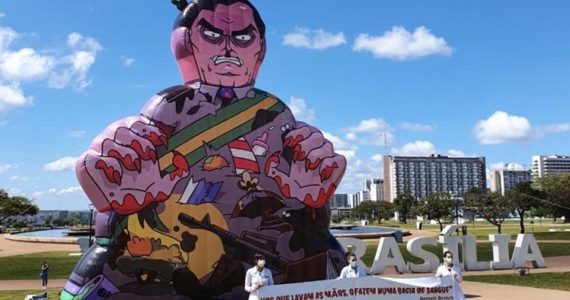 Acuado pela própria incompetência, Jair Bolsonaro sobrevive de blefes e mentiras