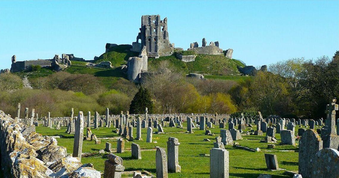 Arqueólogos desenterram enorme cemitério anglo-saxão repleto de acessórios de moda e armas