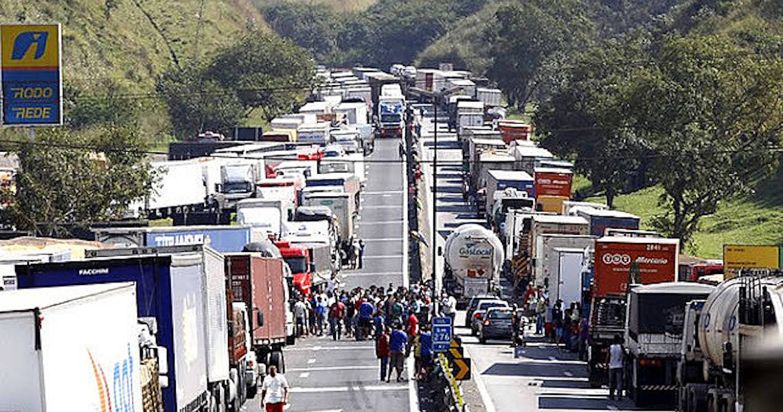 Caminhoneiros cogitam greve para 1º de fevereiro: