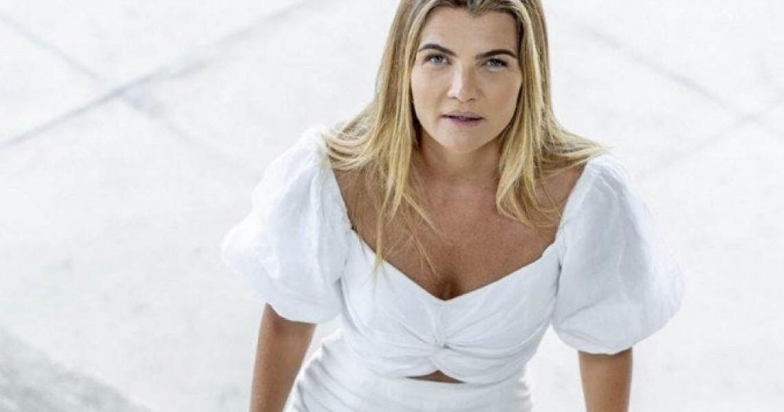 Ex-sacoleira lança livro ' Gente feliz não enche o saco' na quarta-feira
