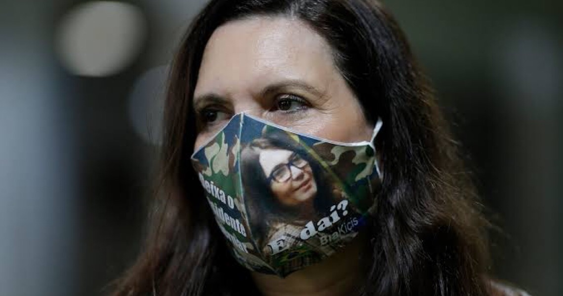 Polícia Federal apreende na casa de Allan dos Santos material referente a Bia Kicis