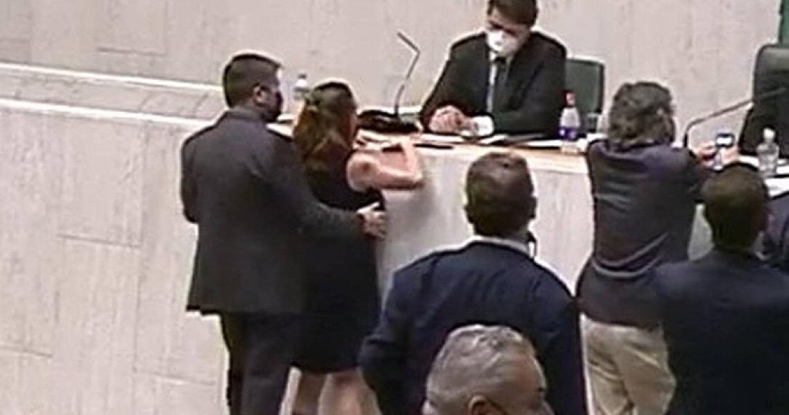 Processo contra Cury é admitido e deputado pode ser cassado por assediar Isa Penna