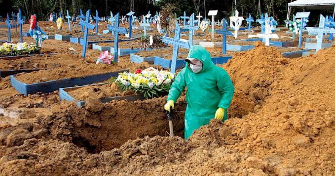 Brasil registra pior média de mortes da pandemia: 1.105 óbitos diários
