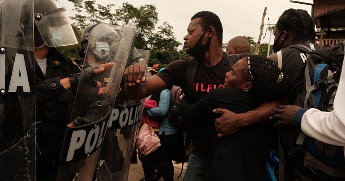 Com força policial, Peru expulsa imigrantes para o Brasil