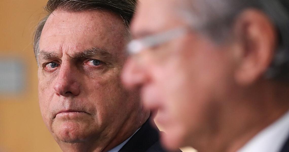 Após colocar general na Petrobras, Bolsonaro critica democracia e anuncia mais trocas