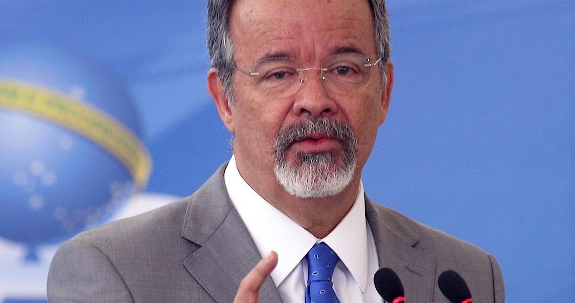 Em carta aberta ao STF, Jungmann ataca política de Bolsonaro para armamento em massa da população