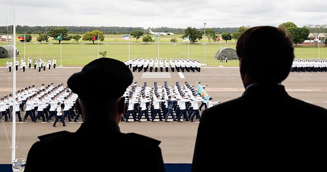 Militares deixaram de ser vistos como o lado racional do governo, diz pesquisador