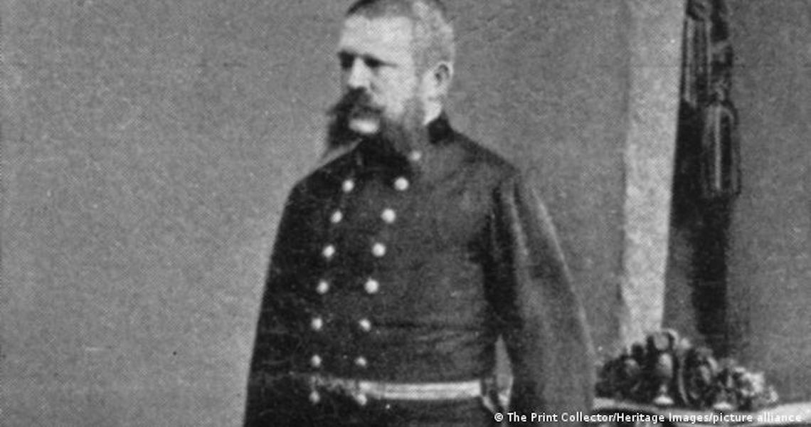 Cartas inéditas revelam influência do pai sobre Hitler