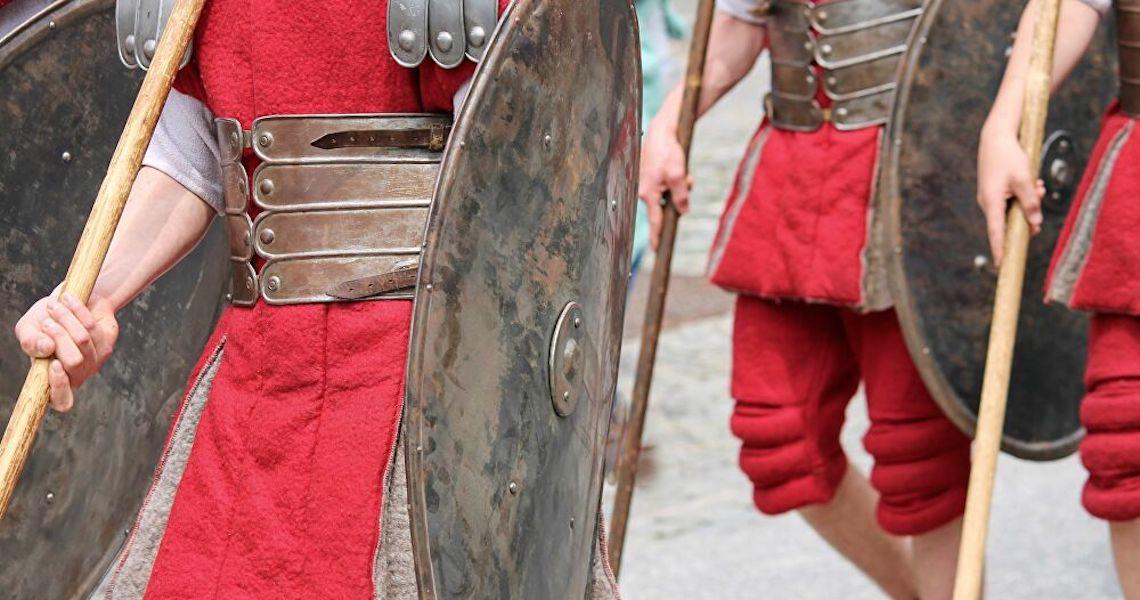 Escudo e bússola romanos de 2.300 anos são encontrados na Muralha Púnica, Espanha