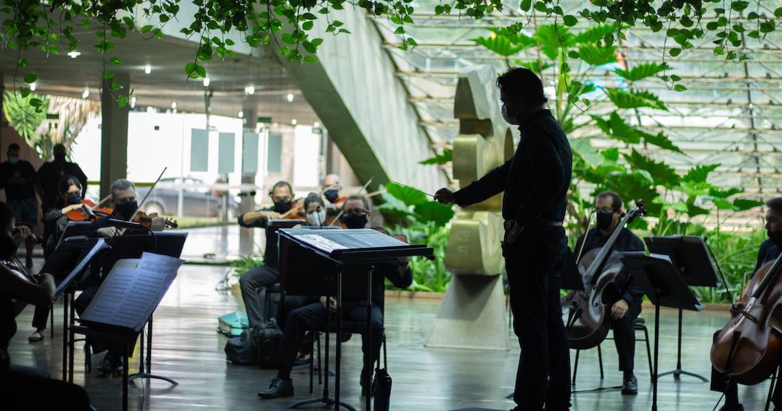 Orquestra do Teatro Nacional Claudio Santoro grava concertos no foyer da Villa-Lobos