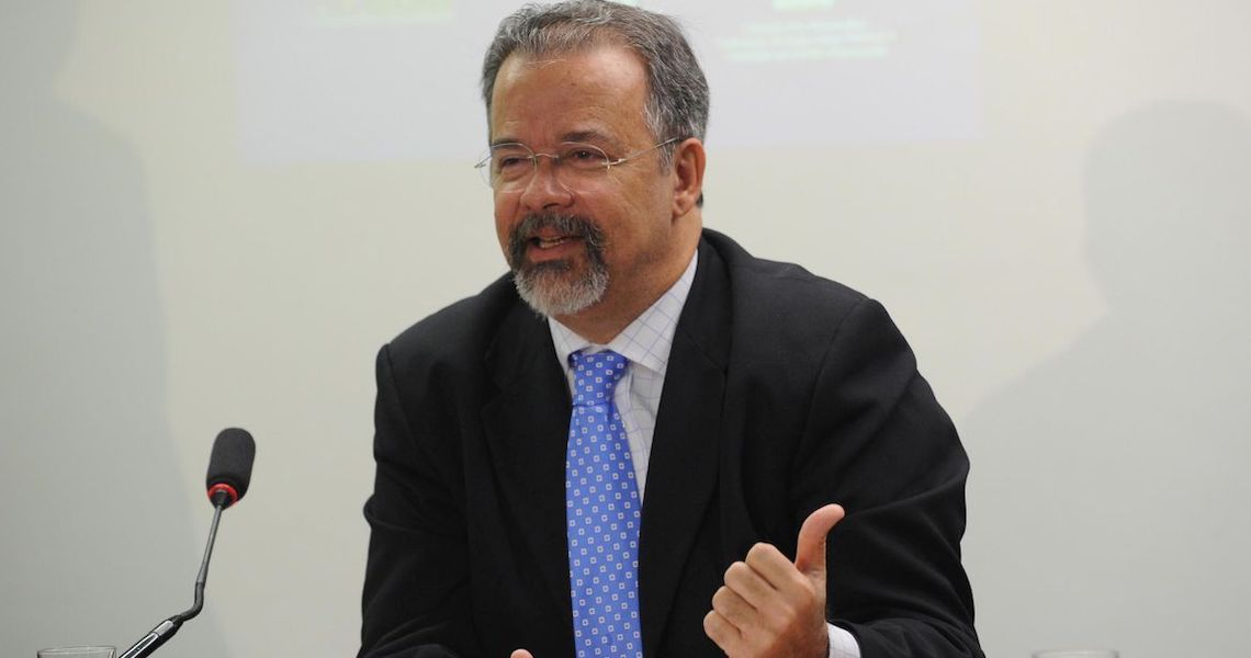'Armar população fere papel constitucional das Forças Armadas', diz Jungmann