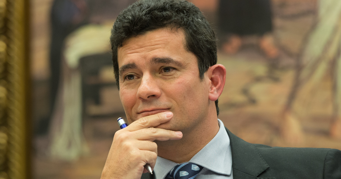 Moro está 'impressionado' com ausência de investigações contra corrupção, diz colunista