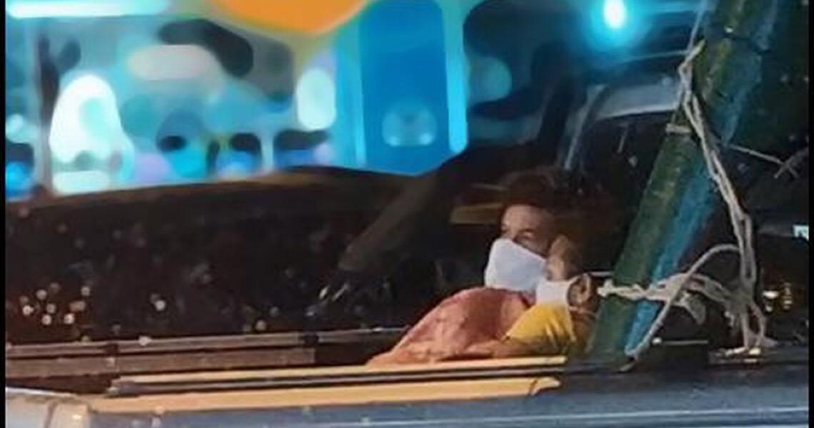 Paciente com Covid-19 é levado na caçamba de carro para hospital em Chapecó