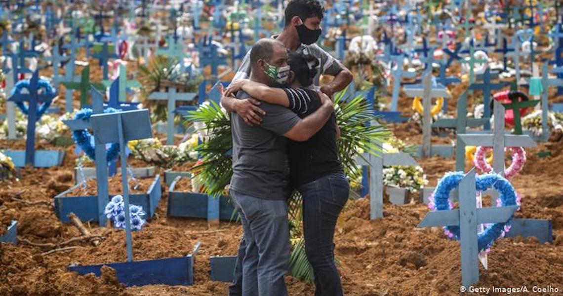 Pandemia completa um ano no Brasil em seu pior momento