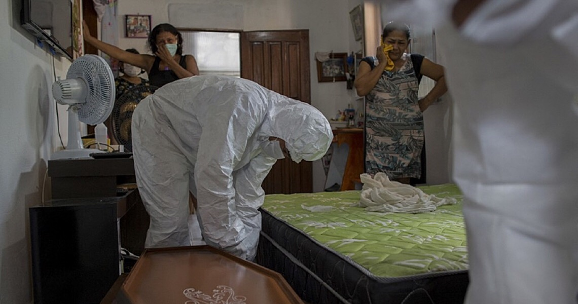 Um ano de covid-19 no Brasil; da gripezinha à tragédia anunciada