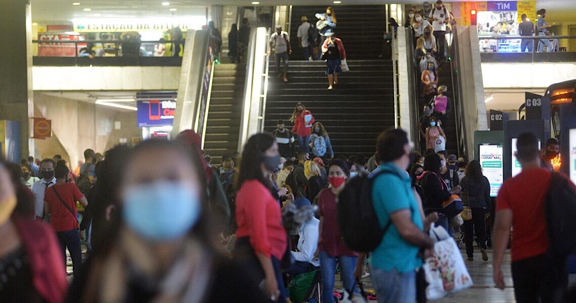 Crise na saúde pública no Brasil é agravada pelo negacionismo