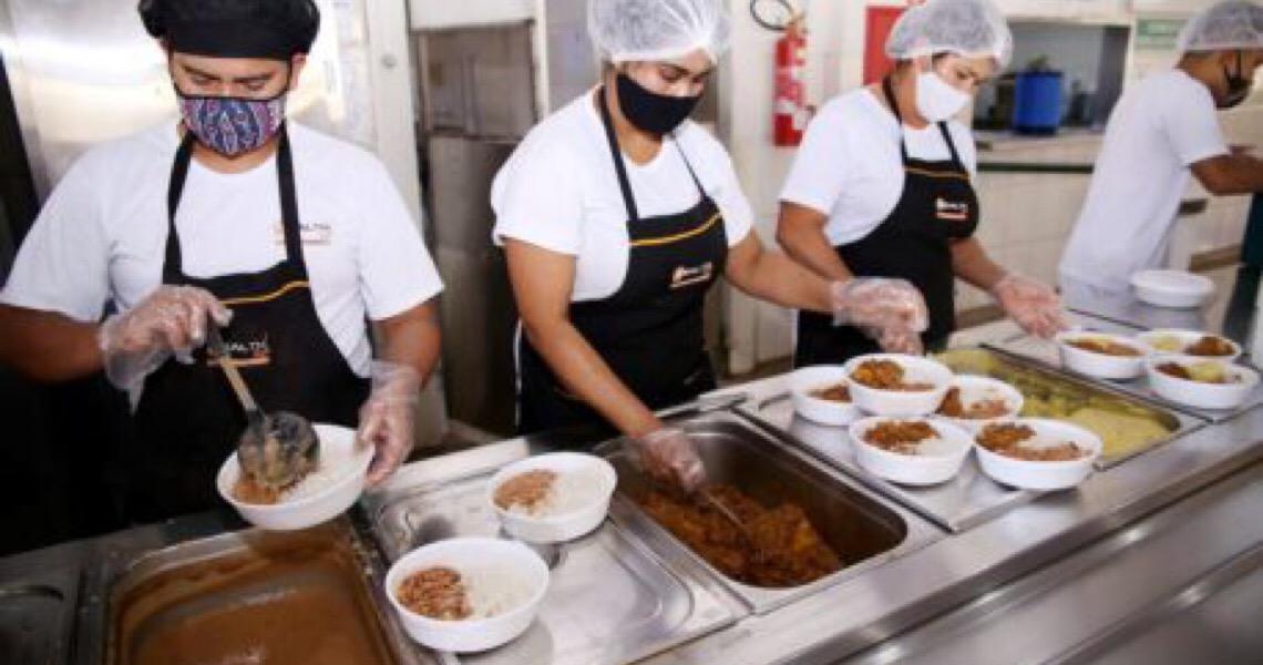 Restaurantes Comunitários retomam venda exclusiva de marmitas no DF