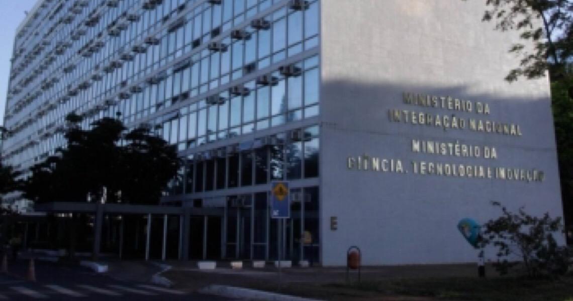 Onze ex-ministros da Ciência e Tecnologia lançam manifesto contra 'desastrosa política' de Bolsonaro