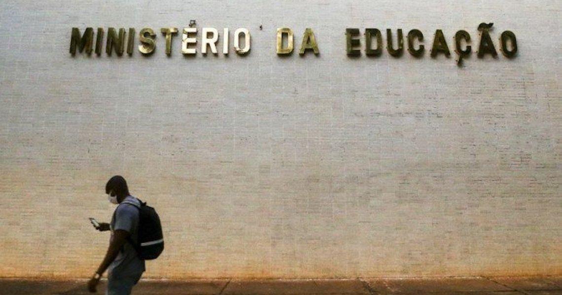 Oposição cobra de Aras investigação sobre ofício do MEC que define manifestação política como 'imoralidade administrativa'