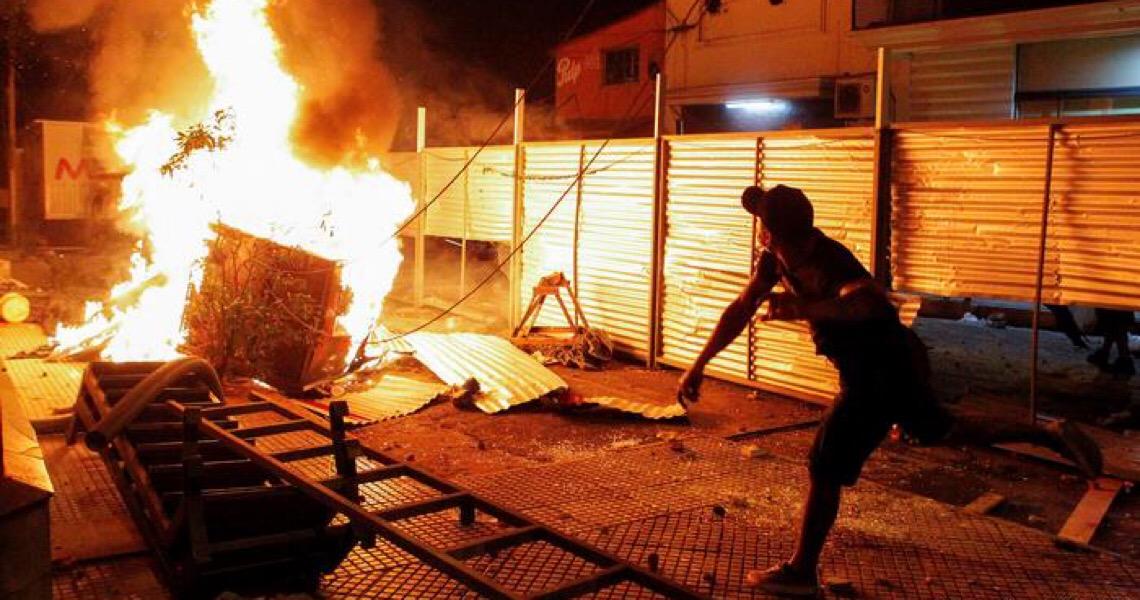 Paraguaios levam às ruas indignação com gestão da pandemia