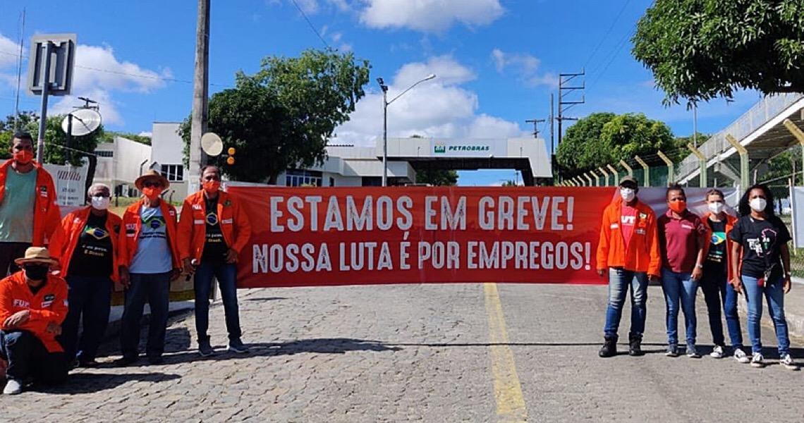 Petroleiros fazem greve em seis estados contra abusos e privatizações na Petrobras