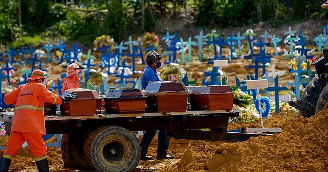 Brasil registra 1.800 mortes por covid: