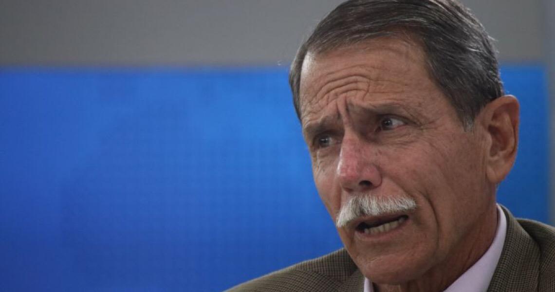 General diz que Bolsonaro está 'deslumbrado com o poder' e precisa 'baixar a bola'