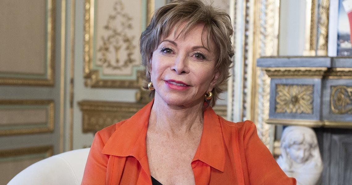 Isabel Allende: 'Devemos sacudir a sociedade onde vivemos e tentar estabelecer um novo normal'