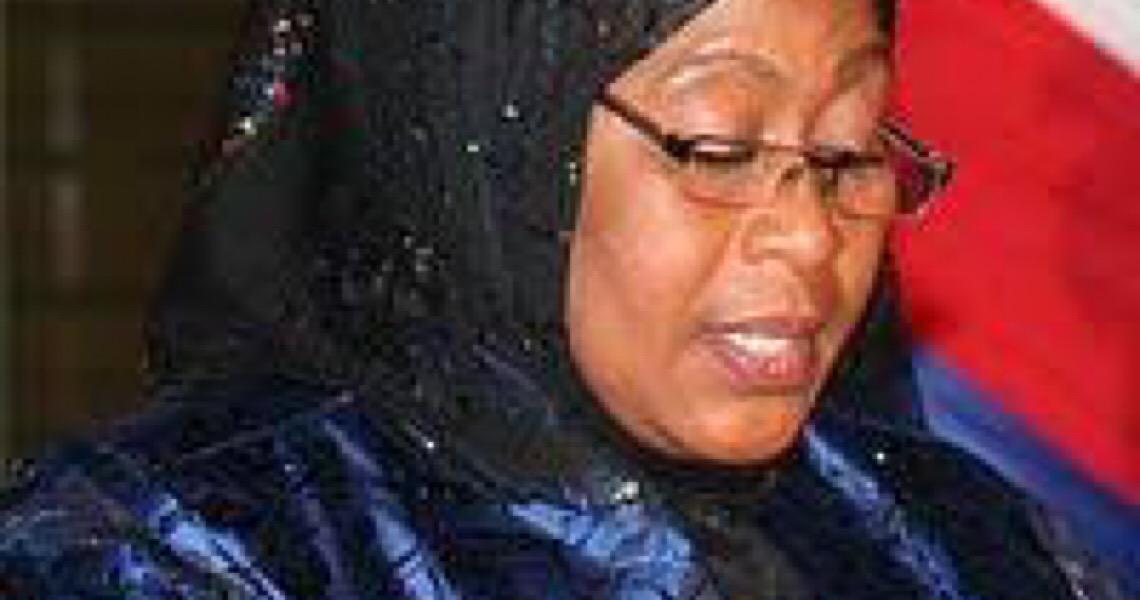 Samia Suluhu toma posse como primeira mulher a liderar a Tanzânia