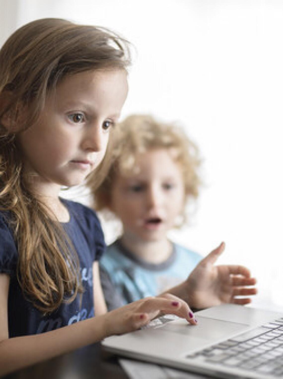 ONU divulga recomendações para proteger menores no espaço digital